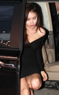 [포토] 고성희, '아찔한 초미니 원피스' 내릴때는 조심