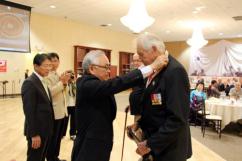 美 인천상륙작전 기념식… 참전용사에 '평화의 사도' 메달