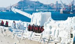 '얼음 군함' 된 최영함