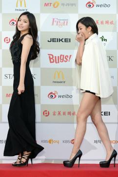 [포토] 손나은-윤보미 '오늘 너무 추워요'
