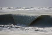 얼어가는 바다에 '슬러시 파도'