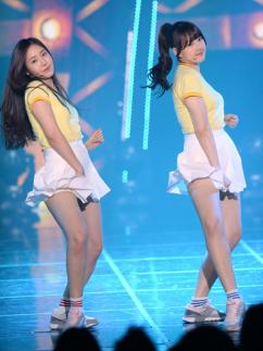 [포토] 여자친구 신비-예린, '섹시한 골반 댄스'
