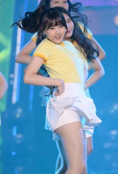 [포토] 여자친구 예린, '아찔한 속바지 노출'