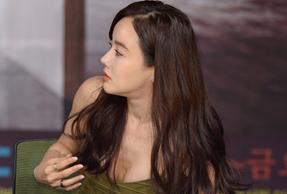 황우슬혜, '19금 가슴골'