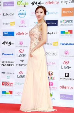 [포토] 레이싱 모델 장인영, '몸매 그대로 드러난 누드톤 드레스'