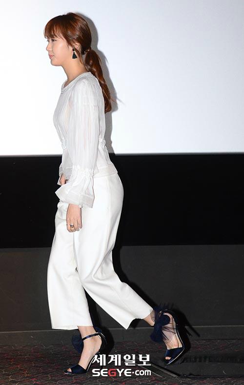 [포토] 김고은,  '아름다운 화이트 시스루로 은근한 노출' (화보)