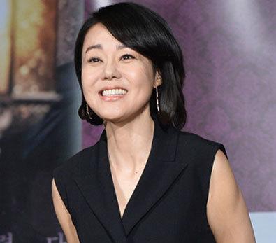 김윤진, '치마가 너무 짧아'