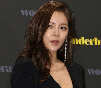 박시연, '훤히 드러난 가슴골'
