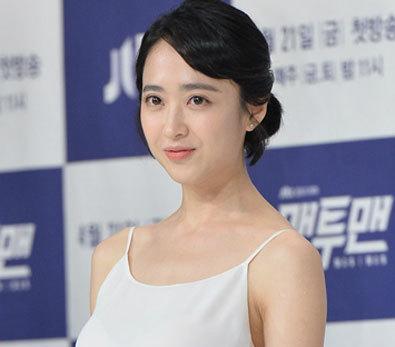 김민정, '겉옷은 어디에?'