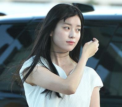 한효주 '포인트는 노란 리본 팔찌~'