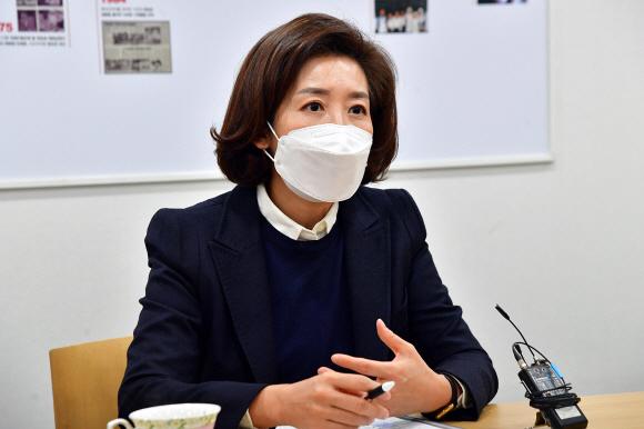 """나경원 """"당선되면 朴 성추행 혐의 대대적 감사, 진실 규명 나서겠다"""""""